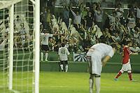 ATENCAO EDITOR FOTO EMBARGADA PARA VEICULO INTERNACIONAL - CURITIBA, PR, 17 DE OUTUBRO DE 2012 – CORITIBA X NÁUTICO – Deivid (9), do Coritiba, comemora o gol durante partida contra o Náutico válida pela 31ª rodada do Campeonato Brasileiro 2012. O jogo aconteceu na noite de quarta-feira (17) no Estádio Couto Pereira, em Curitiba. (FOTO: ROBERTO DZIURA JR./ BRAZIL PHOTO PRESS)