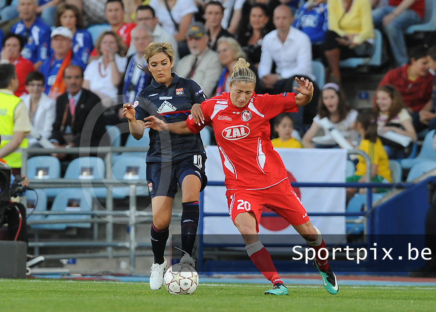 Uefa Women 's Champions League Final 2010 at  Coliseum Alfonso Perez in Getafe , Madrid : Olympique Lyon - Turbine Potsdam : Louisa Necib in duel met Bianca Schmidt.foto DAVID CATRY / Vrouwenteam.be