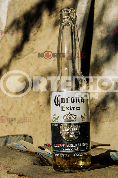 botella de cerveza corona, 1/4, cuarto, Media, 1/2, Cerveza de media., <br /> Botella de cristal , Corona Extra, Cerveza Modelo,