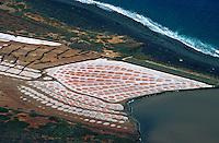 Spanien, Kanarische Inseln, Lanzarote, Mirador del Rio, Blick auf Salinen