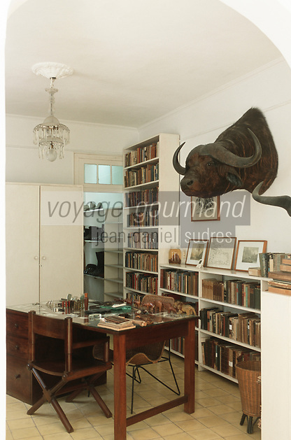 """Cuba/Env La Havane/San Francisco de PAula: Bureau de la """"Finca Vigia"""" ferme de la vigie, maison de l'écrivain Ernest Hemingway"""