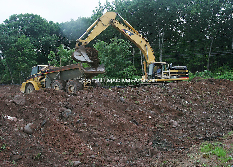 CHESHIRE, CT 08 July 2005 -070805BZ01-  Workers move dirt in order to cap an old landfill in the area of the public works garage in Cheshire Friday morning.<br /> Jamison C. Bazinet Photo