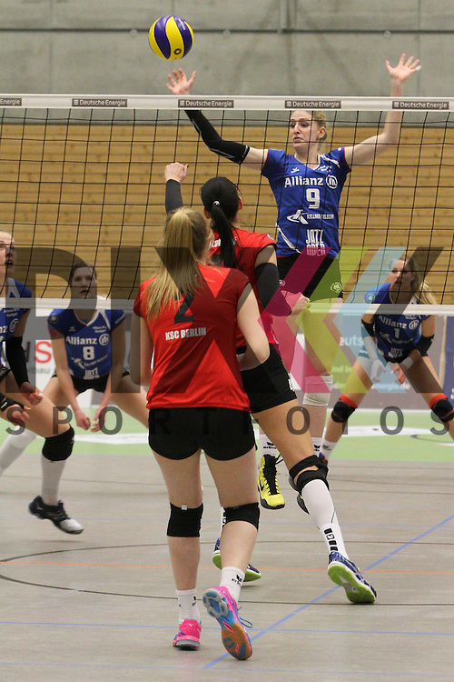 Stuttgarts Caroline Jarmoc am Netz  beim Spiel in der Volleyball Frauen 1. Bundesliga Koepenicker SC Berlin  - Allianz MTV Stuttgart .<br /> <br /> Foto &copy; PIX-Sportfotos *** Foto ist honorarpflichtig! *** Auf Anfrage in hoeherer Qualitaet/Aufloesung. Belegexemplar erbeten. Veroeffentlichung ausschliesslich fuer journalistisch-publizistische Zwecke. For editorial use only.
