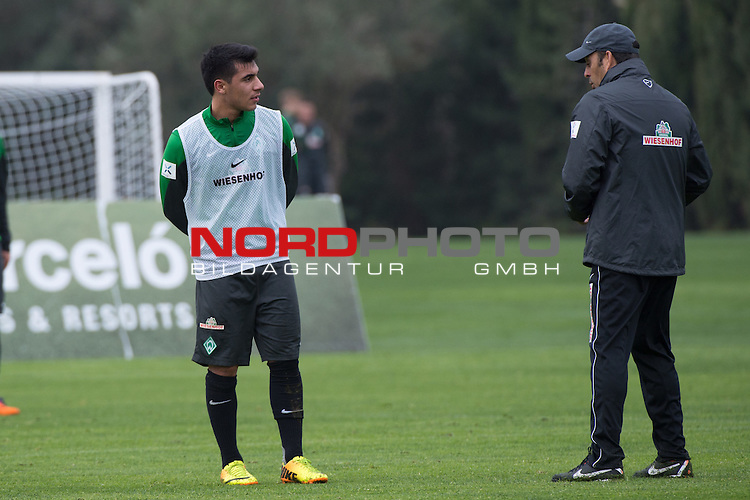 Trainingsgel&auml;nde, Jerez, ESP, 1.FBL, Trainingslager Werder Bremen 2014,  10.01.2014, <br /> <br /> &Ouml;zkan / Oezkan Yildirim (Bremen #32)<br /> im Gespr&auml;ch mit Robin Dutt (Trainer Werder Bremen)<br /> <br /> <br /> Foto &copy; nordphoto/ Kokenge