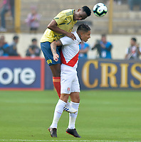 LIMA,PERÚ,09-06-2019:Yerry Minajugador de Colombia disputa el balón con Paolo Guerrero del Perú durante   partido amistoso de preparación para la Copa América de Brasil 2019 jugado en el estadio Monumental de Lima la ciudad de Lima./Yerry Mina player of Colombia fights the ball against of Paolo Guerrero del Peru team during a friendly match in preparation for the 2019 Copa América of Brazil played at Lima's Monumental Stadium in Lima. Photo: VizzorImage / Cristian Alvarez / FCF