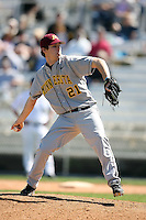 February 21, 2009:  Pitcher Cullen Sexton (21) of the University of Minnesota during the Big East-Big Ten Challenge at Jack Russell Stadium in Clearwater, FL.  Photo by:  Mike Janes/Four Seam Images