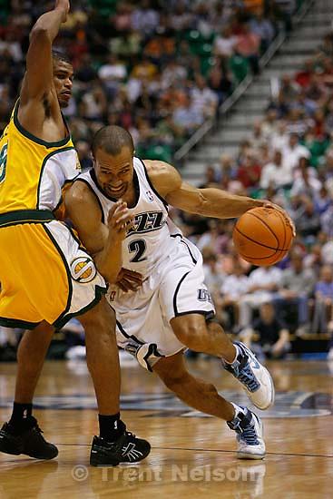Salt Lake City - Utah Jazz guard Derek Fisher (2) drives on Seattle SuperSonics guard Earl Watson (25). Utah Jazz vs. Seattle Supersonics, NBA Basketball.