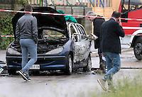 Nella foto il luogo del ritrovamento dell'auto carbonizzata, quartiere rancitelli. <br /> Pescara, dramma famigliare, padre si da fuoco, in auto, insieme alla sua bambina di 4 anni e la moglie sopravvissuta, 27 Aprile, 2014. Photo: Adamo Di Loreto/BuenaVista*photo
