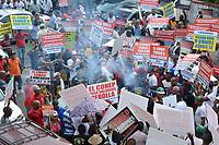 Cientos de transportistas se manifestaron frente al Tribunal Superior Administrativo (TSA) en contra del recurso de amparo para liberalizar el sector del transporte de cargas y pasajeros depositado por el Conep, del que se conoce una serie de incidentes y peticiones en la Segunda Sala.<br /> Foto: Carmen Su&aacute;rez/Acento.com.do<br /> 15/10/2016