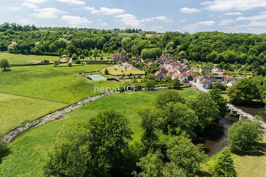 France, Creuse (23), Moutier-d'Ahun, le village et la Creuse (vue aérienne) // France, Creuse, Moutier-d'Ahun,
