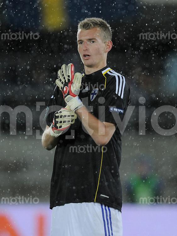 FUSSBALL INTERNATIONAL  EM 2012-Qualifikation  Gruppe E  07.10.2011 Finnland - Schweden Torwart Lukas Hradecky (Finnlamd)