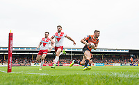 Picture by Allan McKenzie/SWpix.com - 13/05/2017 - Rugby League - Ladbrokes Challenge Cup - Castleford Tigers v St Helens - The Mend A Hose Jungle, Castleford, England - St Helens's Luke Percival & Tommy Makinson can't prevent Castleford's Greg Minikin from going on to score a try.