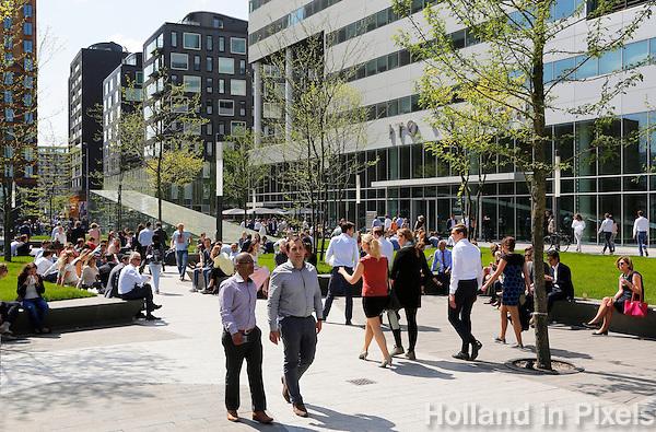 Nederland Amsterdam  2016 05 12.  Lunchtijd op de Zuidas. Foto Berlinda van Dam / Hollandse Hoogte