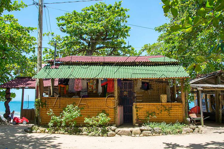 Casa de pau-a-pique na Praia do Sono, Paraty - RJ, 01/2016.