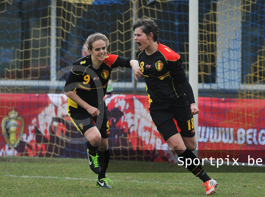 Denmark U17 - Belgium U17 : Lotte Aertsen viert haar doelpunt met Amber Maximus (links).foto DAVID CATRY / Vrouwenteam.be