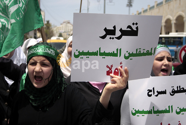 Palestinian Hamas supporters rally in the streets of the West Bank city of Hebron to celebrate on May 6, 2011 the political unity reconciliation deal between the Islamic group and the Fatah movement which was signed by the two rival groups in Cairo the previous day. Photo by Najeh Hashlamoun