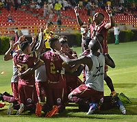 IBAGUÉ - COLOMBIA, 02-11-2017: Jugadores del Deportes Tolima celebran después de anotar un gol a Deportivo Pastodurante partido por la fecha 18 de la Liga Águila II 2017 jugado en el estadio Manuel Murillo Toro de Ibagué. / Players of Deportes Tolima celebrate after scoring a goal to Deportivo Pastoduring match for date 18 of the Aguila League II 2017 played at Manuel Murillo Toro stadium in Ibague city. Photo: VizzorImage / Juan Carlos Escobar / Cont
