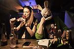 Maria, 21 ans,  modèle et étudiant en sociologie, fume une pipe de marijuana avec ses amis. A ses côté son petit copain arbore une tête de lapin.//////Maria, 21, model and sociology student, smokes a marijuana pipe with her friends. At his side his boyfriend sports a rabbit's head.