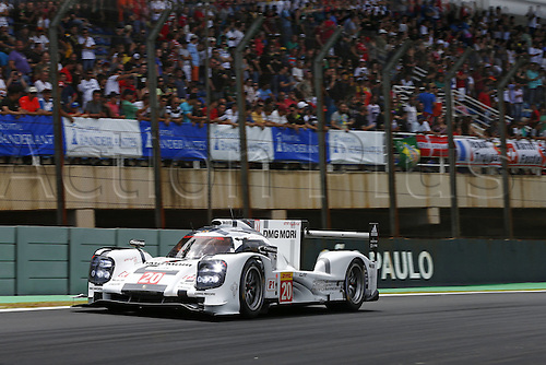 29.11.2014. InterlagCircuit, Sao Paulo, Brazil. 6-Hours WEC race of Sao Paulo.  Porsche 919 Hybrid, Porsche Team: Timo Bernhard, Brendon Hartley, Mark Webber  before Webbers major accident ended their race