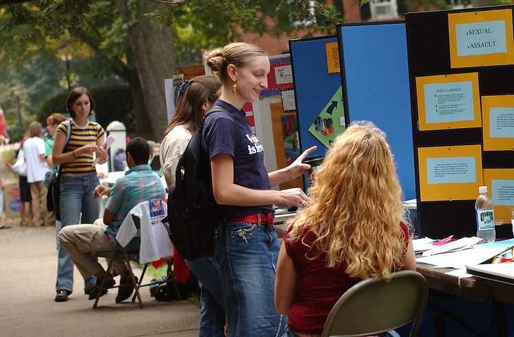 16614        The Student Volunteer Fair 9/14/04: Photos by Colby Ware