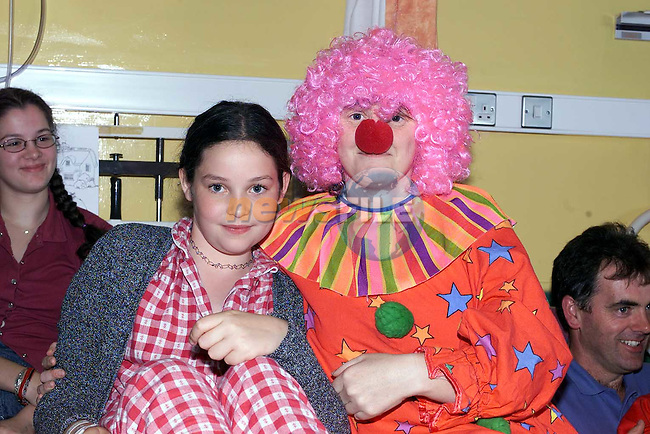 Grace McEwen from Meadow view with Smiffles the clown at  the magic show in the childrens ward of the 5th Floor sponsored by Drogheda Concentrates..Pic Fran Caffrey Newsfile.©Newsfile