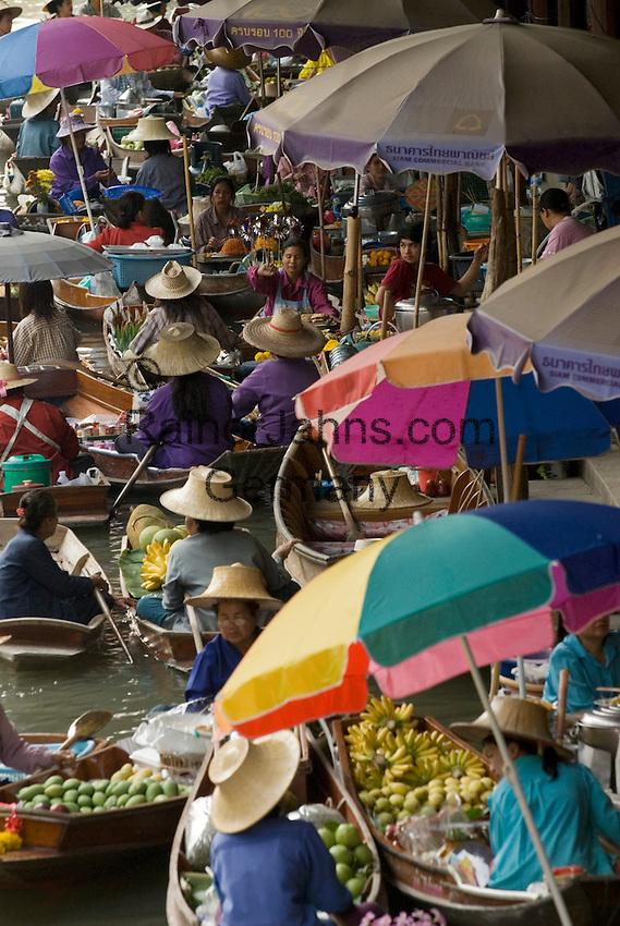 Thailand, Central Thailand, Damnoen Saduak near Bangkok: Floating Market   Thailand, Zentralthailand, Damnoen Saduak bei Bangkok: Floating Market