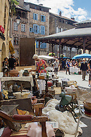France, Midi-Pyrénées, Lot (46), Figeac:   Marché à la brocante  // France, Midi Pyrenees, Lot),  Figeac: Secondhand trade on the hall place