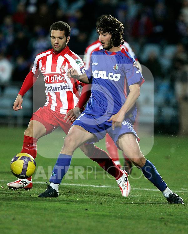 Getafe's Esteban Granero against Sporting de Gijon's Alberto Lora during La Liga match, January 25, 2009. (ALTERPHOTOS).