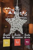 Amérique/Amérique du Nord/Canada/Québec/Montréal: Enseigne 'une école de Cuisine rue Saint-François-Xavier dans le  Vieux-Montréal. Montréal Ville Gourmande