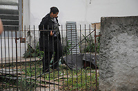 SAO PAULO, SP, 20.10.2014 - HOMEM TERIA MATADO TRES MULHERES - <br /> - Pericia trabalha em restos mortais de um corpo encontrado enterrado no quintal de uma casa na Rua Pedro de Oliveira Simões, no Bairro da Freguesia do Ó em São Paulo, nesta segunda-feira ,20. O corpo é possivelmente da garota Jaqueline, que estava desaparecida, mas ainda passará por perícia. O principal suspeito é o namorado dela, que confessou a morte dela e outras duas mulheres. (Foto: Bruno Ulivieiri / Brazil Photo Press).
