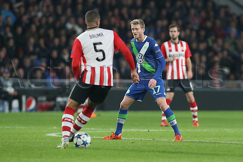 03.11.2015. Eindhoven, Holland, UEFA CHampions League football. PSV Eindhoven versus Wolfsburg.  Jeffrey Bruma (Eindhoven) covered by Andre Schuerrle (Wolfsburg)