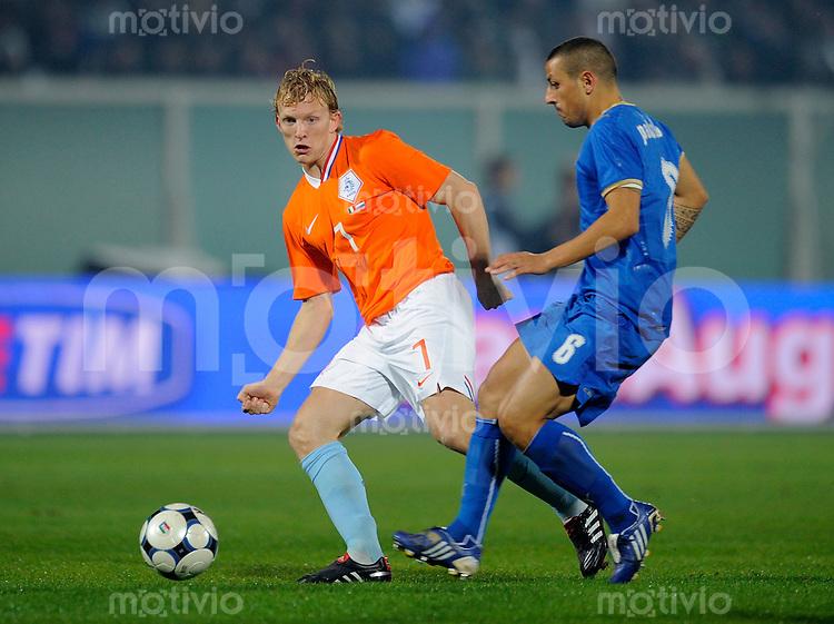 Fussball Nationalmannschaft :  Saison   2009/2010    14.11.2009 Freundschaftsspiel , Italien - Niederlande , Holland , ITA - NED ,  Dirk Kuyt (li, NED)  gegen Mauro Camoranesi (re, ITA)