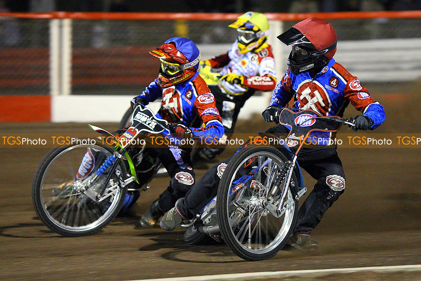 Heat 6: Leigh Lanham (red), Tomasz Jedrzejak (blue) and Travis McGowan - Lakeside Hammers vs Swindon Robins - Sky Sports Elite League Play-Off Semi-Final at Arena Essex, Purfleet - 29/09/08 - MANDATORY CREDIT: Gavin Ellis/TGSPHOTO - Self billing applies where appropriate - 0845 094 6026 - contact@tgsphoto.co.uk - NO UNPAID USE.