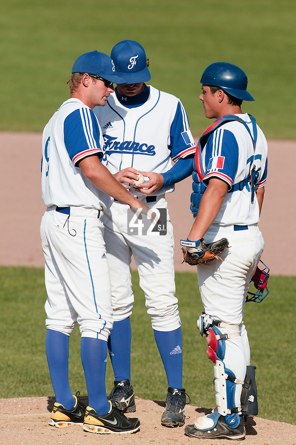 31 July 2010: Jeff Zeilstra of Team France talks to Nicolas Dubaut and Boris Marche during Greece 14-5 win over France, at the 2010 European Championship, in Heidenheim, Germany.
