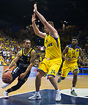 15.05.2018, EWE Arena, Oldenburg, GER, BBL, Playoff, Viertelfinale Spiel 4, EWE Baskets Oldenburg vs ALBA Berlin, im Bild<br /> <br /> Rasid MAHALBASIC (EWE Baskets Oldenburg #24)<br /> Peyton SIVA (ALBA Berlin #3 )<br /> Foto &copy; nordphoto / Rojahn