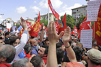 - Turin,  general strike of  FIAT workers; dispute between institutional unions and COBAS indipendent  labor union....- Torino, sciopero generale dei lavoratori FIAT; contestazione fra sindacati confederali e sindacato autonomo COBAS....