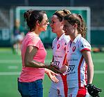 AMSTELVEEN - coach Tina Bachmann (OR) met Maud Renders (OR) en Donja Zwinkels (OR)  na  de hoofdklasse competitiewedstrijd hockey dames,  Amsterdam-Oranje Rood (5-2). COPYRIGHT KOEN SUYK