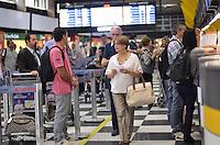 SAO PAULO, 23 DE FEVEREIRO DE 2013. - MOVIMENTACAO AEROPORTO CONGONHAS - Movimentacao de passageiros no Aeroporto de Congonhas, regiao sul da capital, na manha deste sabado, 23. (FOTO: ALEXANDRE MOREIRA / BRAZIL PHOTO PRESS)