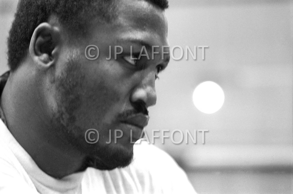 Jan 1974 Joe Frazier at the Concord Hotel in upstate NY. Traning and relaxing playing guitar.