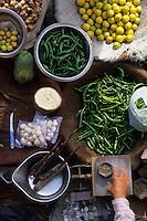 Asie/Inde/Rajasthan/Jaipur: Etal de fruits et légumes et balance - place Chhoti Chaupar