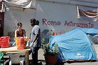 Roma, 7 Giugno 2016<br /> Operazioni di controllo tra i rifugiati della tendopoli sorta spontanea in Via Tiburtina e in via Cupa dove c'era il centro di accoglienza Baobab