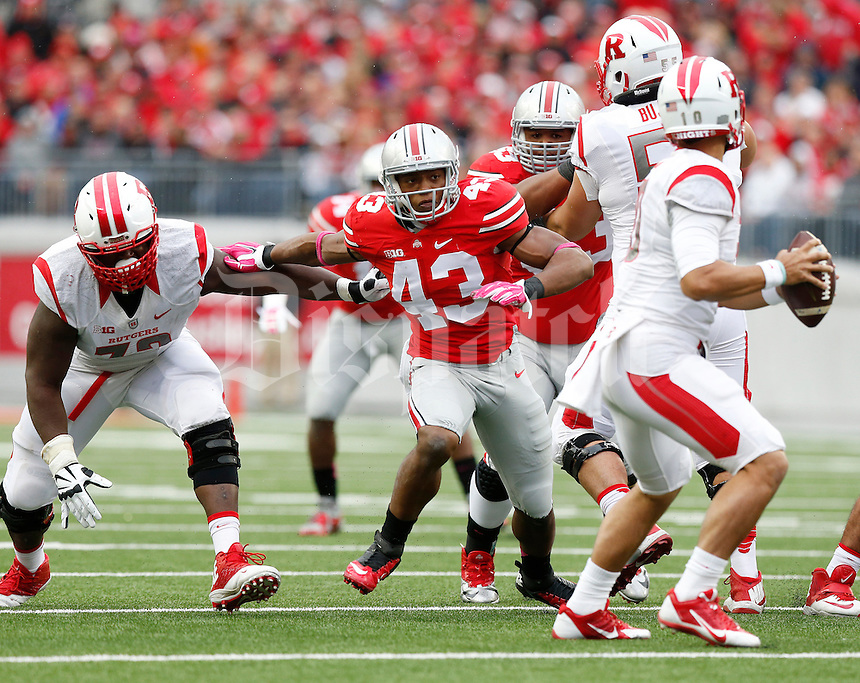 Ohio State Buckeyes linebacker Darron Lee (43) rushes toward Rutgers Scarlet Knights quarterback Gary Nova (10) during the NCAA football game at Ohio Stadium in Columbus on Oct. 18, 2014. (Adam Cairns / The Columbus Dispatch)