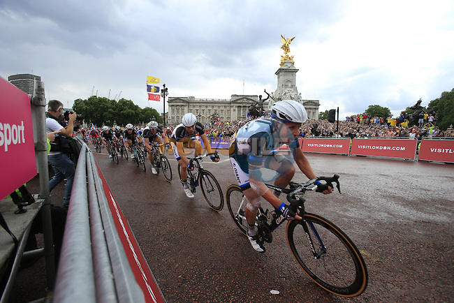 Team Giant-Shimano sprint train round the final bend at Buckingham Palace at the end of Stage 3 of the 2014 Tour de France running 155km from Cambridge to London. 7th July 2014.<br /> Picture: Eoin Clarke www.newsfile.ie