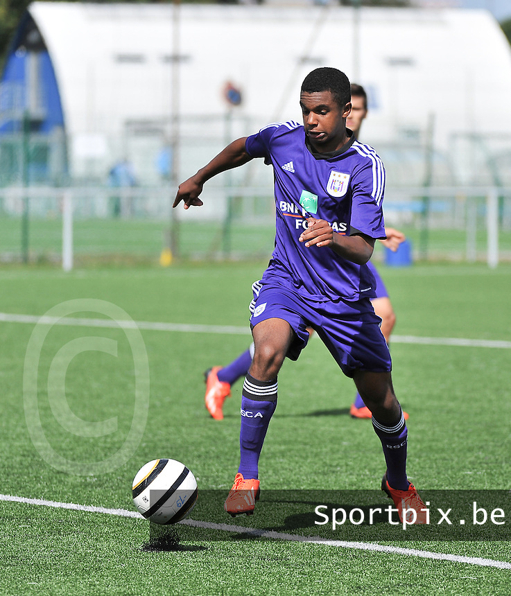 20130831 - BRUGGE , BELGIUM : Anderlecht's Nathan De Medina pictured during the Under 19 ELITE soccer match between Club Brugge U19 and RSC Anderlecht U19 , of the second matchday in the -19 Elite competition. Saturday 31 August 2013. PHOTO DAVID CATRY