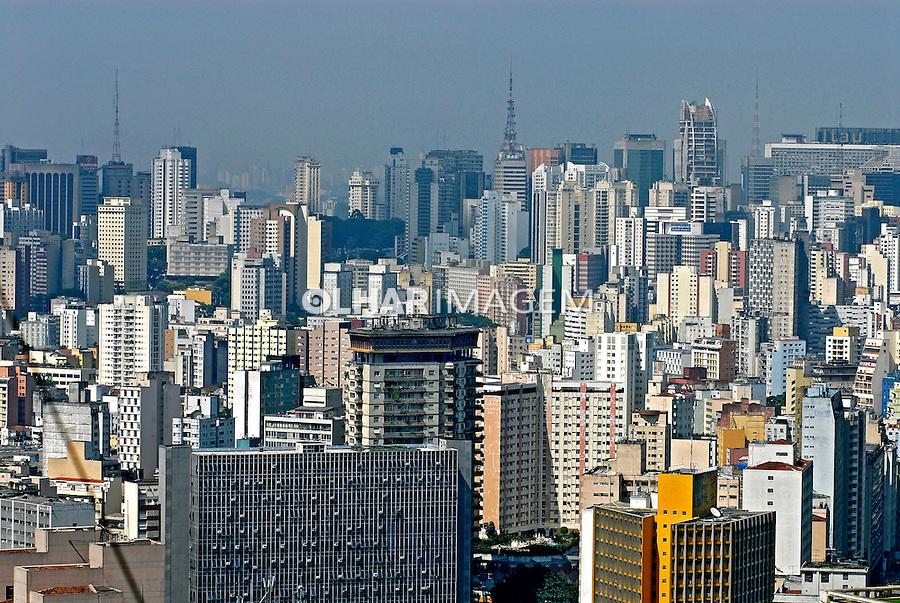 Prédios residênciais do bairro Bela Vista. São Paulo. 2006. Foto de Juca Martins.