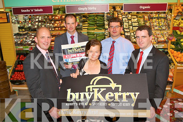 This week's buyKerry winner is Bernie Bowler, The Grove, Dingle who pick Garvey's Super Valu, Dingle to spend her winnings l-r: Brendan Kennelly (Kerry's Eye), Micha?el O? Cinne?ide (manager Comhar Chreid Mheasa Chorca Dhuibhne), winner Bernie Bowler, Jim Garvey (director Garvey's Super Valu) and Richie Quaid (manager Garvey's Super Valu).