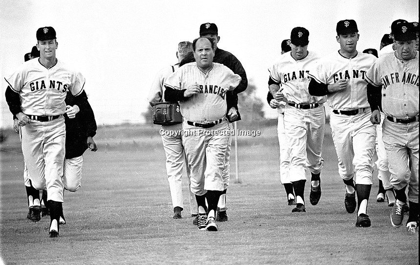 San Francisco Giants manager Herman Franks (center) leads the players in running workout at Casa Grande Arizona...spring trainin g 1967/photo/Ron Riesterer)