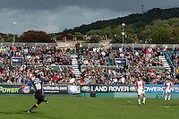 20,05/06 Powergen Cup Bath Rugby vs Bristol Rugby, Ollie Barkley kicking a second half penalty. Bath, ENGLAND, 01.10.2005   © Peter Spurrier/Intersport Images - email images@intersport-images..