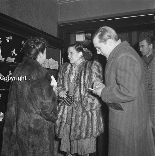 Lucienne Boyer in Amsterdam City Theater, Nov 30, 1945