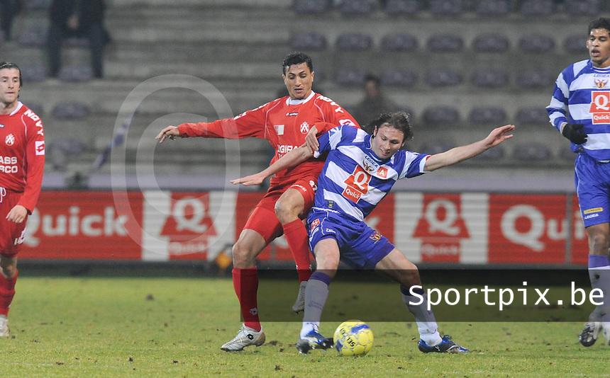 Germinal Beerschot - KV Kortrijk..duel tussen Mustapha Oussalah (links) en Martijn Monteyne (rechts)..foto David Catry / VDB